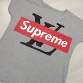 Женская футболка в стиле supreme хорошего качества