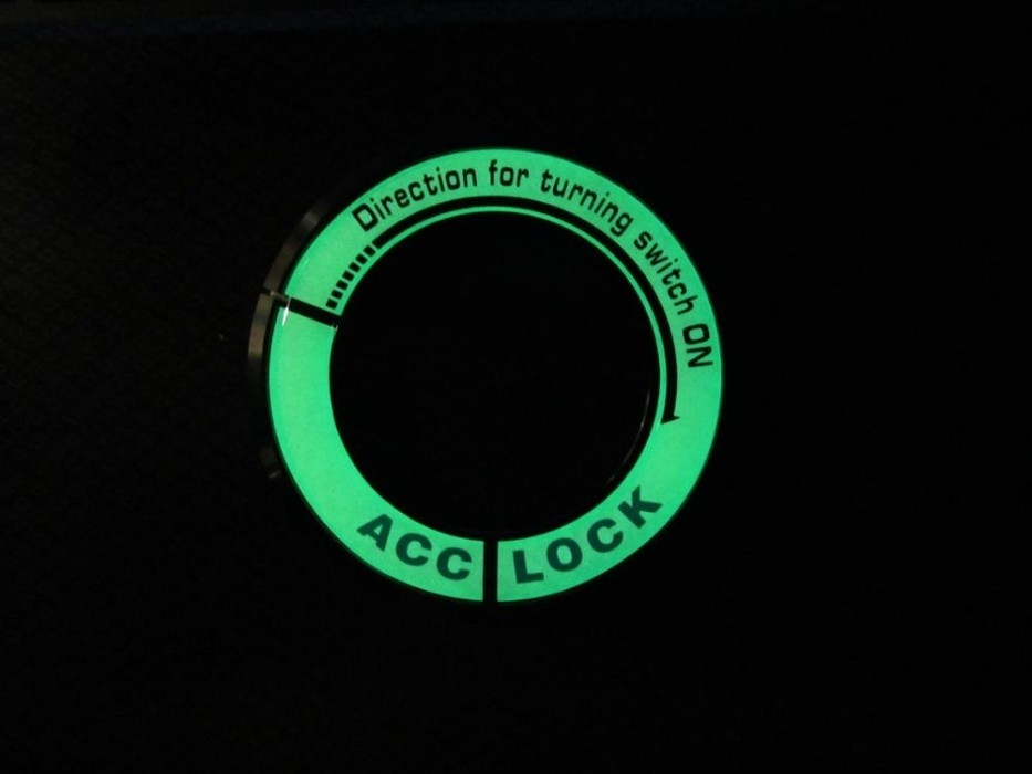 Наклейка на замок зажигания светящиеся авто мото шлем колесо фото №1