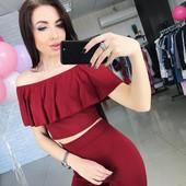 Яркий красный костюм