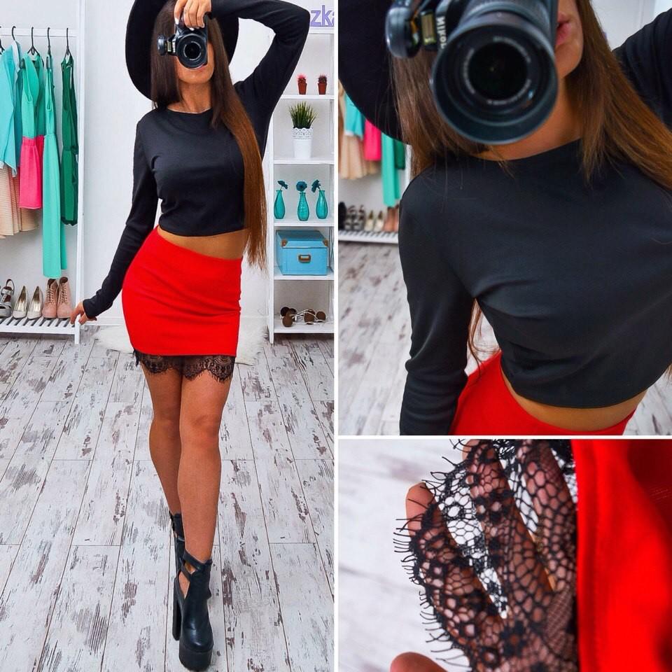 Красивая юбка мини декорирована черным кружевом фото №1