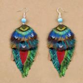 Серьги ручной работы из натуральных перьев с серебряными швензами.