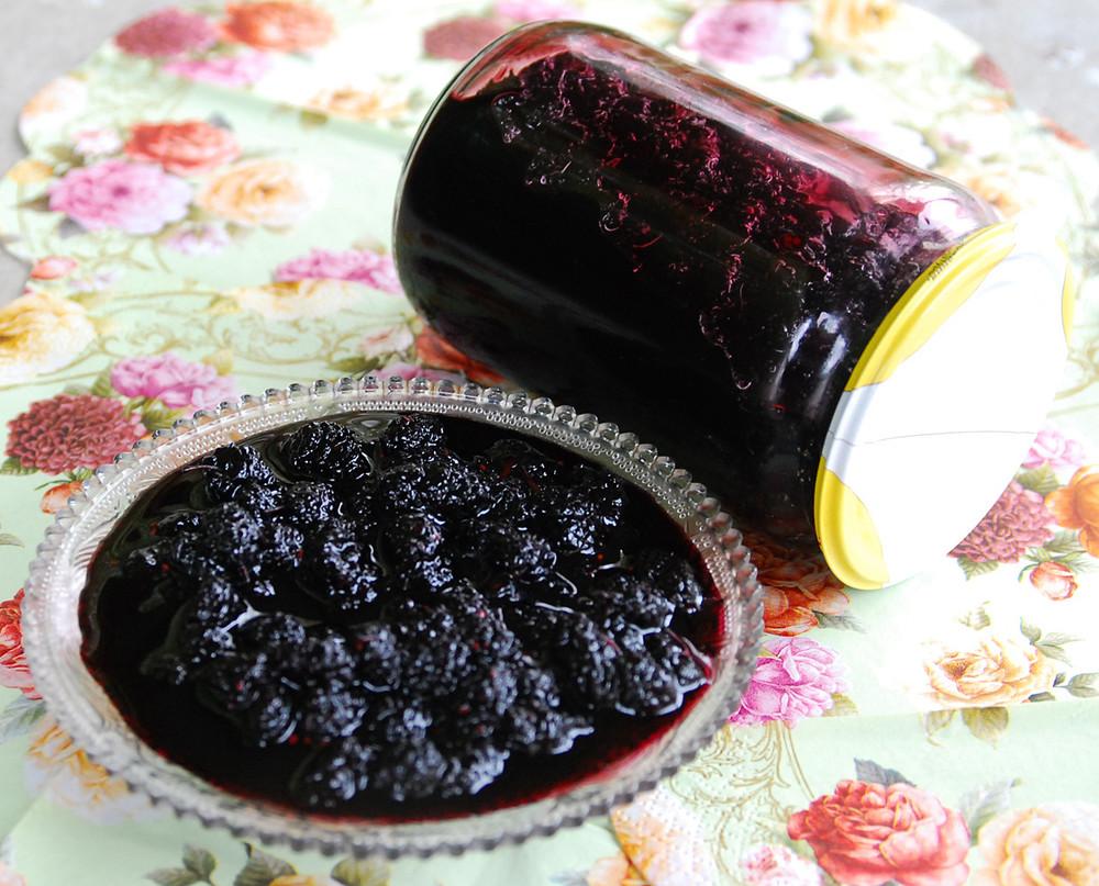 Варенье из шелковицы, бузины, лепестков чайной розы, облепиха, сосновых шишек, черной смородины фото №1