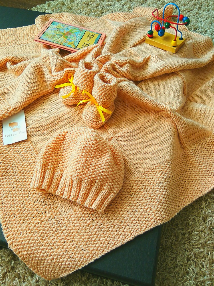 Вязаный набор для девочки( плед-пинетки-шапочка) ручная работа фото №1