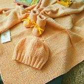 Вязаный набор для девочки( плед-пинетки-шапочка) ручная работа