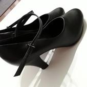 Фирменные туфли 39 р.