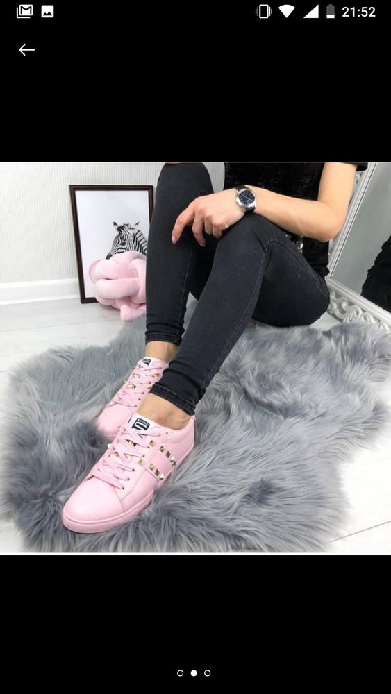 Женские розовые кроссовки с заклёпками фото №1