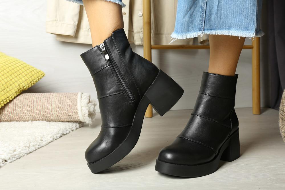 Модные и практичные кожаные демисезонные ботиночки на массивном каблуке фото №1