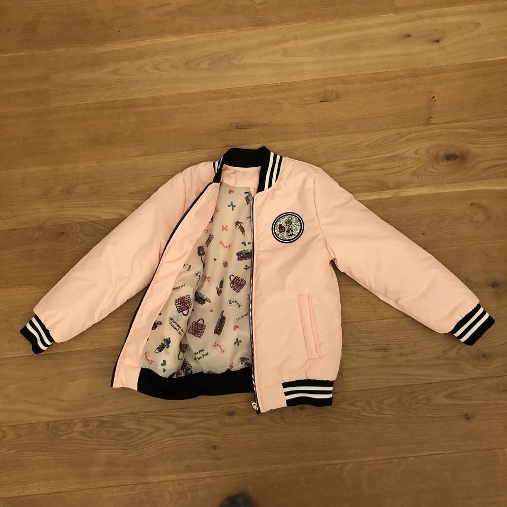 Отличный бомбер персиковго цвета на девочку 8-13 лет  размеры: 122-134 фото №1