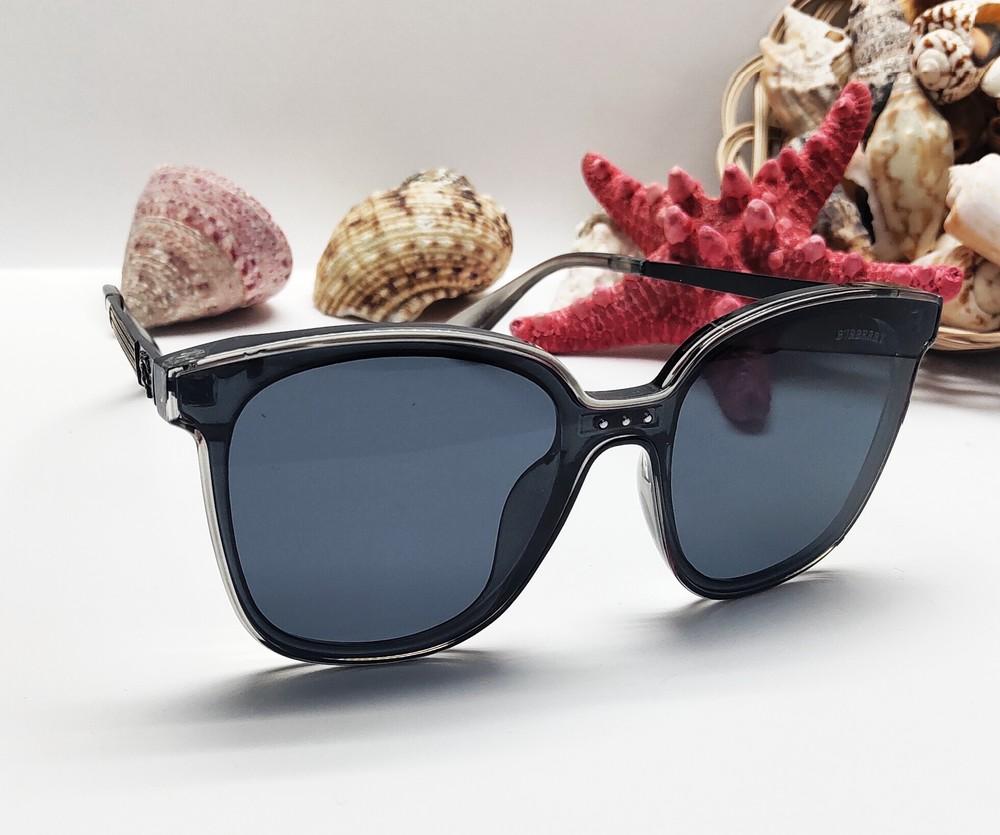 Стильні жіночі сонцезахисні окуляри фото №1