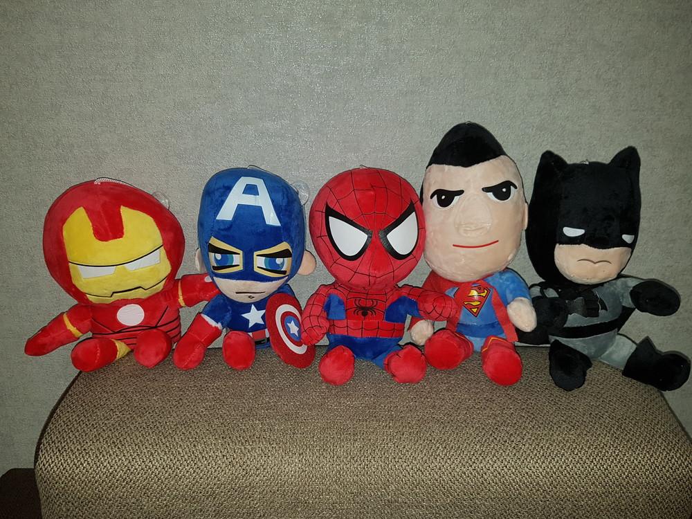Мягкие игрушки супергерои:спайдер, капитан америка, железный человек,супермен, бетмен. фото №1