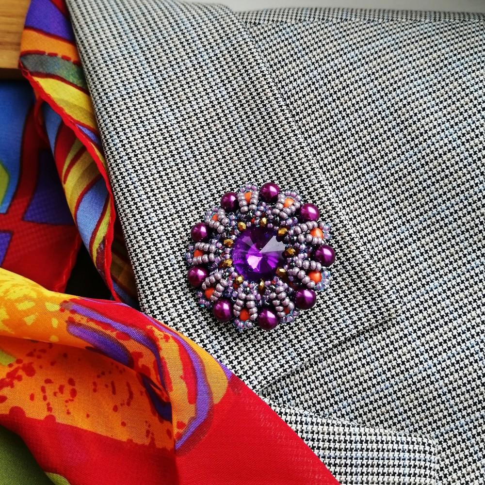 Модная круглая брошь ручной работы «color balance» фото №1