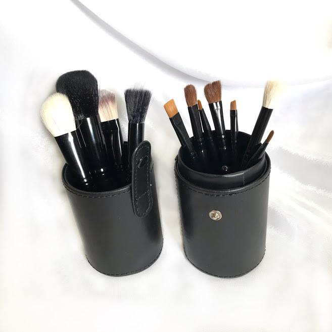 Кисти для макияжа в черном тубусе - 12 штук фото №1