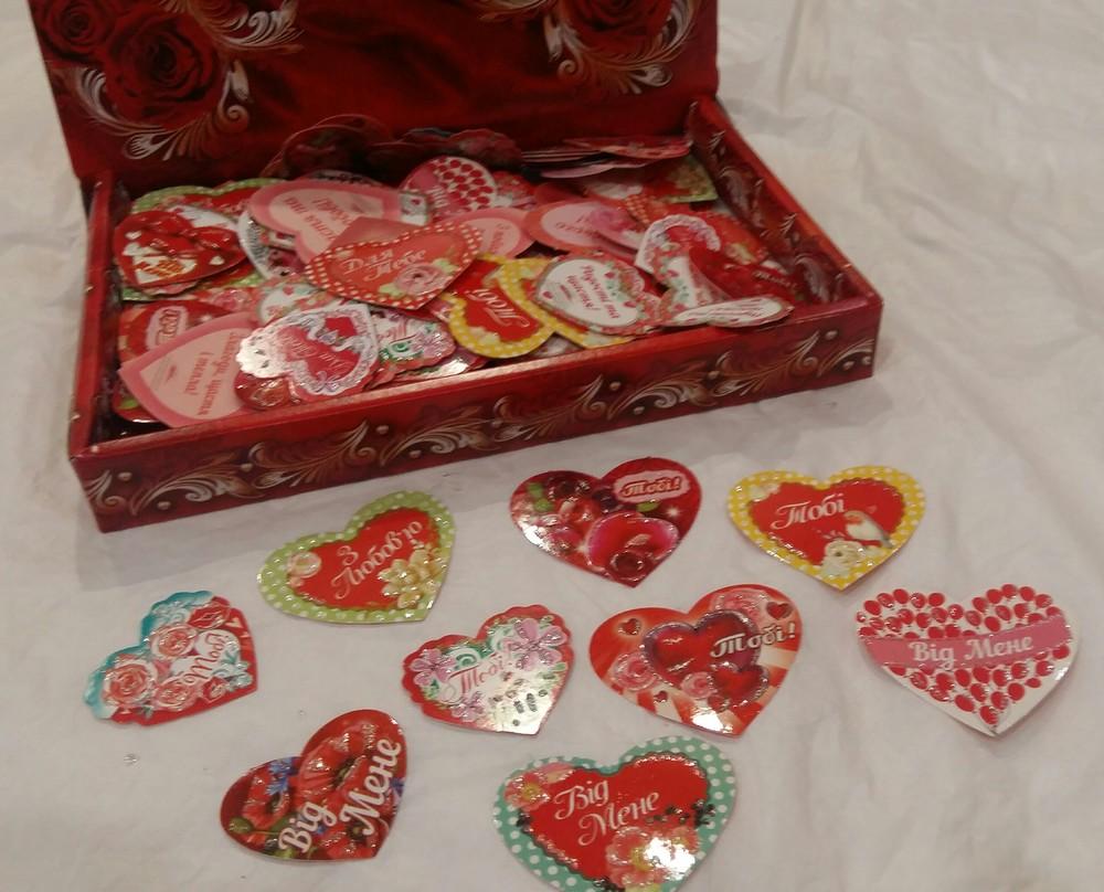 В коробке 300 штук открыток валентинка min 5х4,5см с присыпкой фото №1
