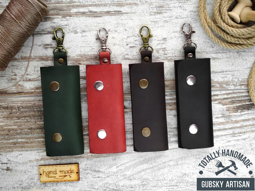 Ключница кожаная карманная, чехол для ключей на 4 карабина фото №1
