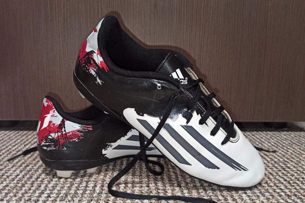 Бутсы футбольные adidas. размер 36 фото №1